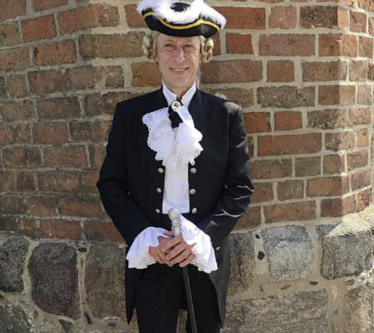Herzog Dörchläuchting wird am Tag des offenen Denkmals eine Führung durch den Neubrandenburger Marstall geben.