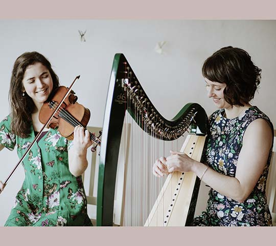 Das Duo Aves O'May tritt mit einem klassischen Konzert im Marstall Neubrandenburg auf.